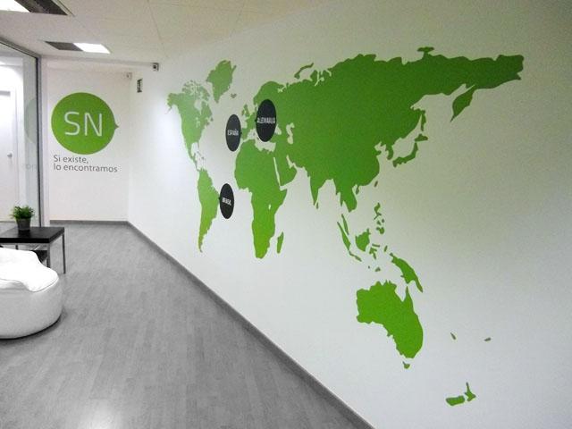 Vinilo blanco impreso y troquelado para decorar una pared