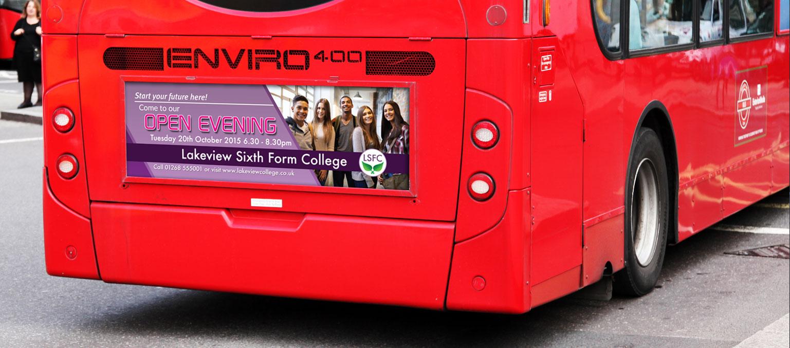 Anuncio promocional en transporte público impreso en vinilo adhesivo