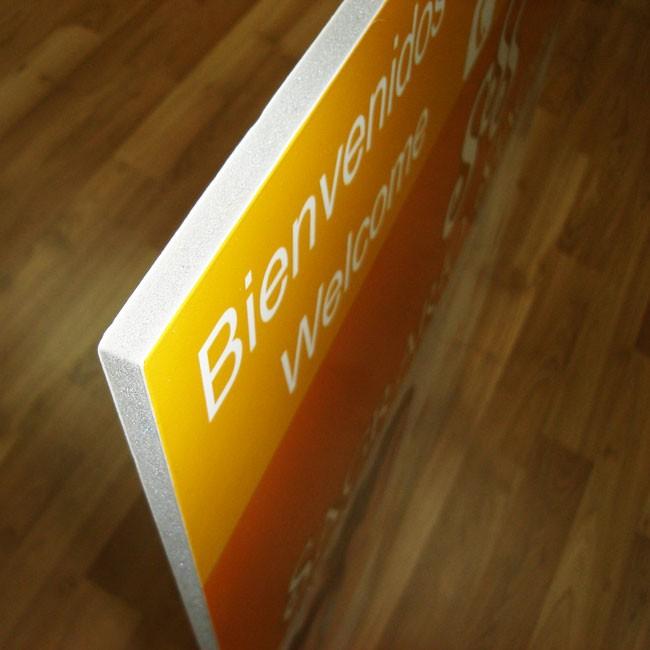 Vista lateral de cartón pluma impreso